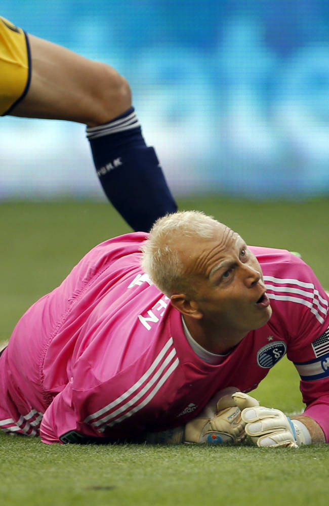 Nielsen gets 10th shutout, Sporting KC blanks Crew