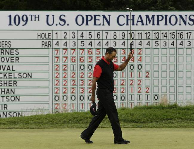 Tiger Woods acknowledges the gallery from the 18th green after finishing his final round of the U.S. Open Golf Championship at Bethpage State Park's Black Course in Farmingdale, N.Y., Monday, June 22, 2009