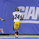 New York Giants running back Rashad Jennings (23) reacts after scoring a touchdown against the Pittsburgh Steelers in the first quarter of a preseason NFL football game, Saturday, Aug. 9, 2014, in East Rutherford, N.J The Associated Press