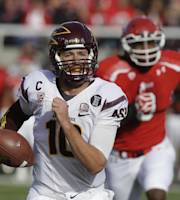 Arizona State quarterback Taylor Kelly (10) carries the ball for a touchdown in the first quarter during an NCAA college football game against Utah on Saturday, Nov. 9, 2013, in Salt Lake City. (AP Photo/Rick Bowmer)