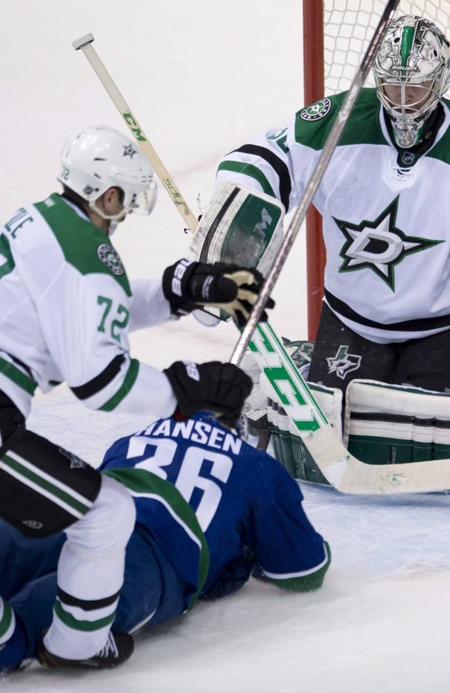 Stars hold off Canucks 2-1