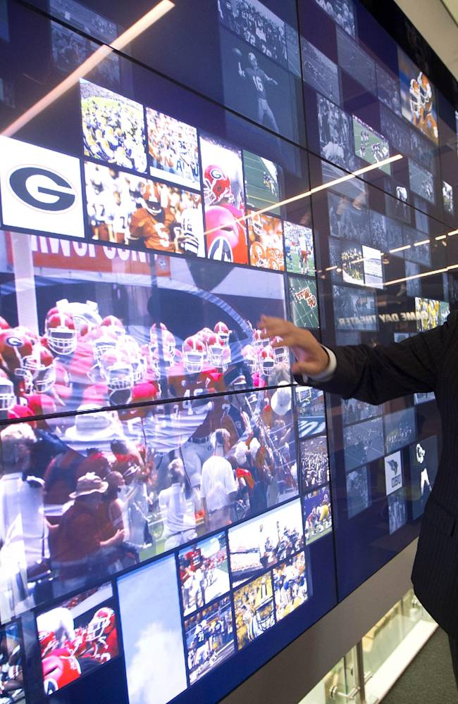 Clarification: College Football Hall of Fame story