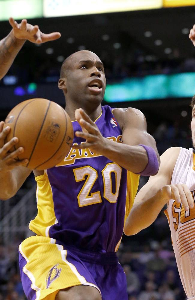 Green, Plumlee lead Suns past Lakers 117-90