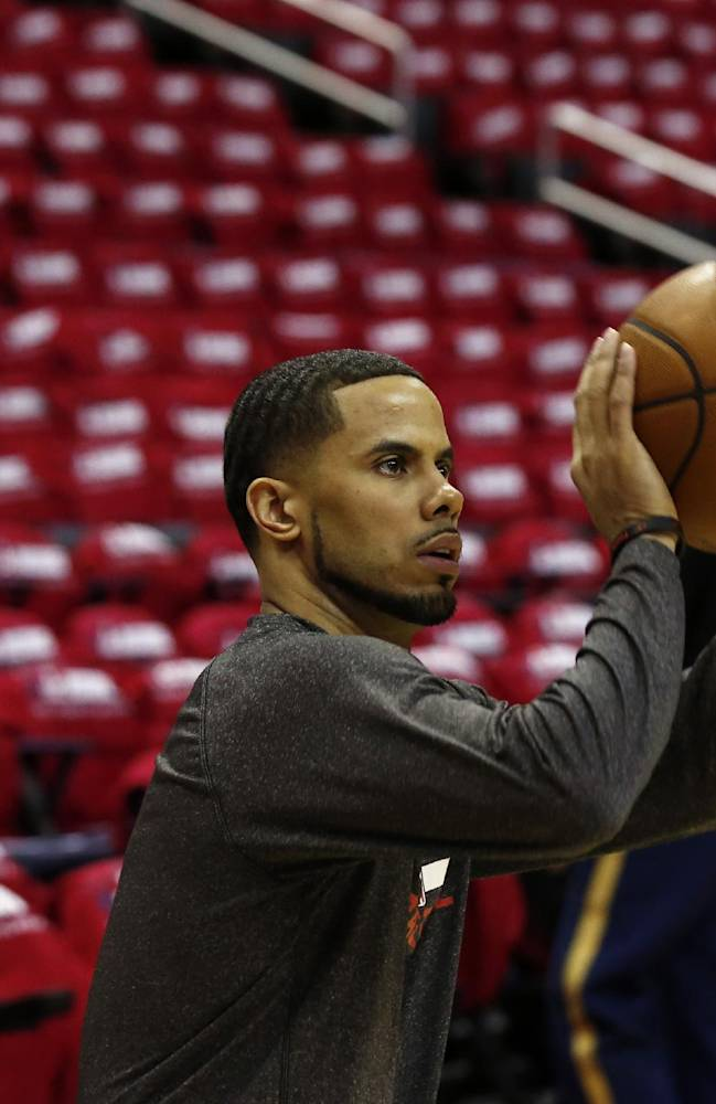 Chicago Bulls guard D.J. Augustin warms up before Game 3 of an opening-round NBA basketball playoff series against the Washington Wizards, Friday, April 25, 2014, in Washington