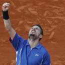 Switzerland's Stanislas Wawrinka celebrates winning against Richard Gasquet of France in five sets 6-7, 4-6, 6-4, 7-5, 8-6, in their fourth round match at the French Open tennis tournament, at Roland Garros stadium in Paris, Monday June 3, 2013. (AP Photo/Christophe Ena)