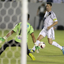 Los Angeles Galaxy's Robbie Keane, right, tries to score past Cartagines goalie Wardy Alfaro during the first half of their CONCACAF Champions League soccer match in Carson, Calif., Tuesday, Aug. 20, 2013. (AP Photo/Chris Carlson)