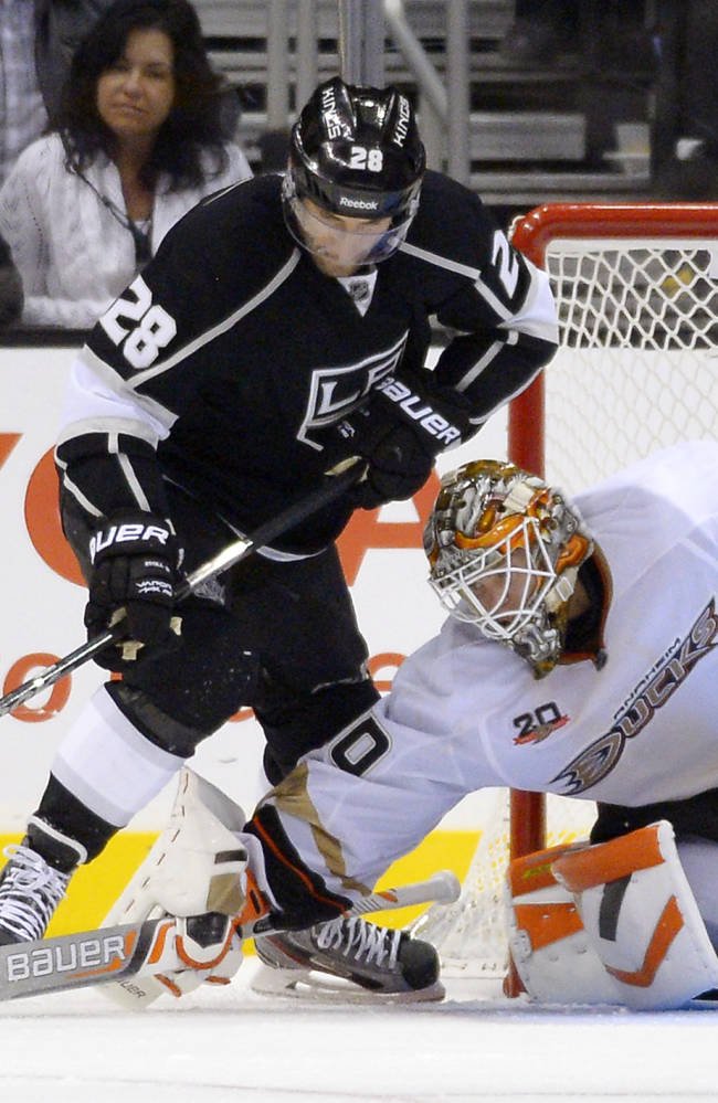 Los Angeles Kings center Jarret Stoll, left, tries to get a shot in on Anaheim Ducks goalie Viktor Fasth during the third period of their NHL preseason hockey game, Tuesday, Sept. 24, 2013, in Los Angeles. The Kings won 2-1