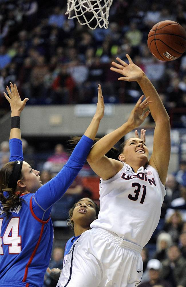 UConn women win 30th straight, 102-41 over SMU