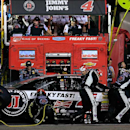 Familiar woes, late contact ruin Harvick's night