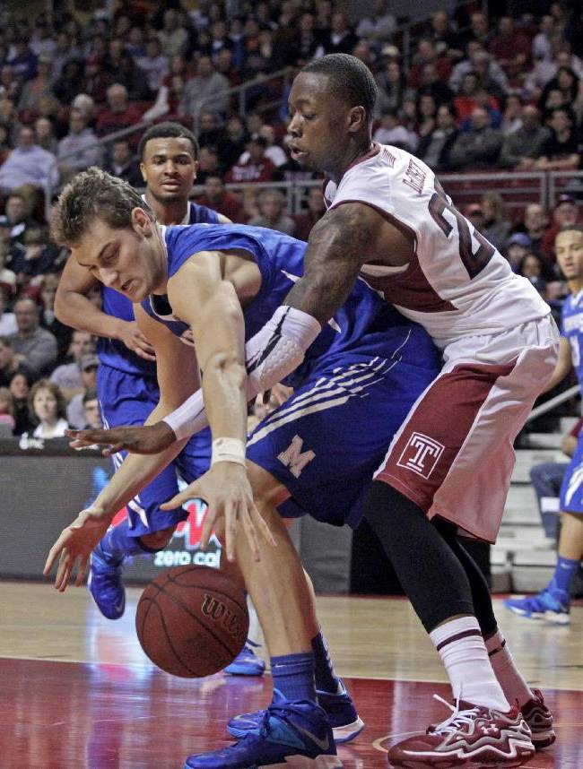Memphis' Austin Nichols, left and Temple's Quenton DeCosey chase a loose ball in the first half of an NCAA basketball game, Saturday, Jan. 11, 2014, in Philadelphia