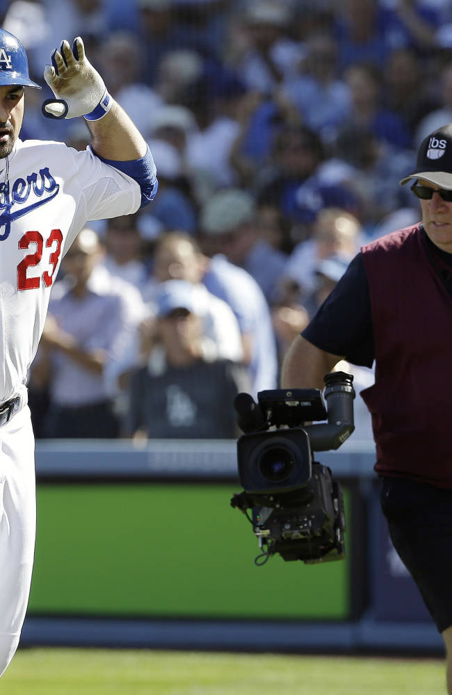 Dodgers beat Cardinals 6-4 to trail NLCS 3-2