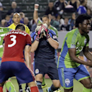 Martins' goal lifts Seattle over Chivas 2-1 The Associated Press