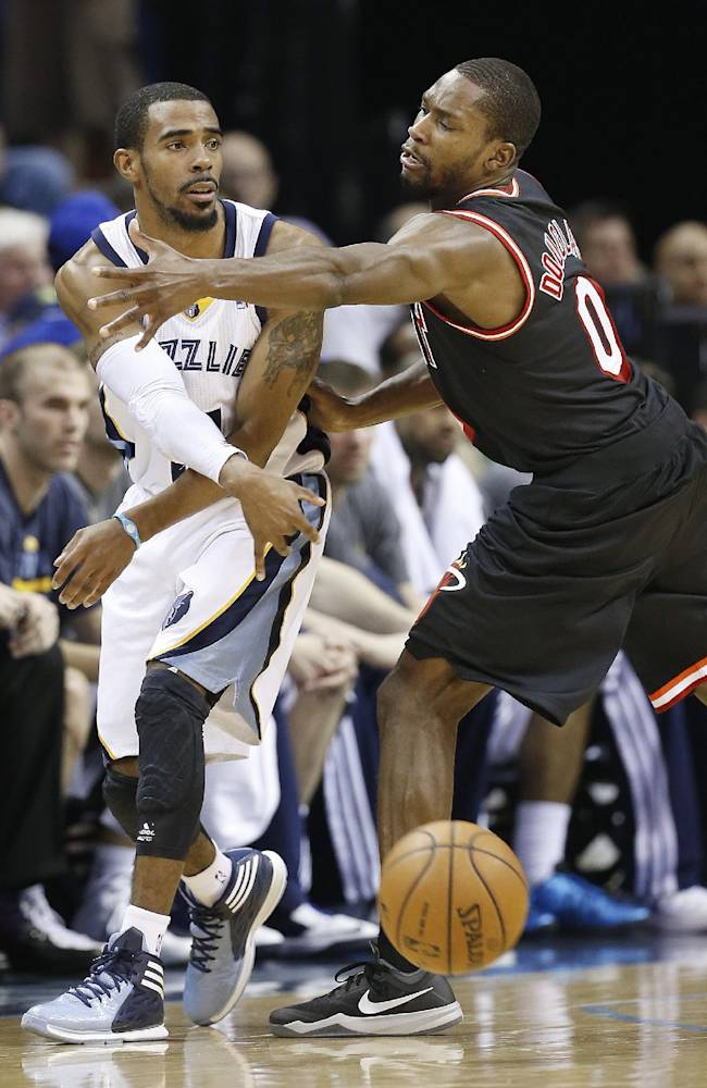 Gasol, Randolph lead Grizzlies past Heat 107-102