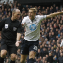 Tottenham Hotspur s Michael Dawson, right, complaints to referee Mike Dean on his decision to award a penalty to Manchester United during their English Premier League soccer match at White Hart Lane, London, Sunday, Dec. 1, 2013