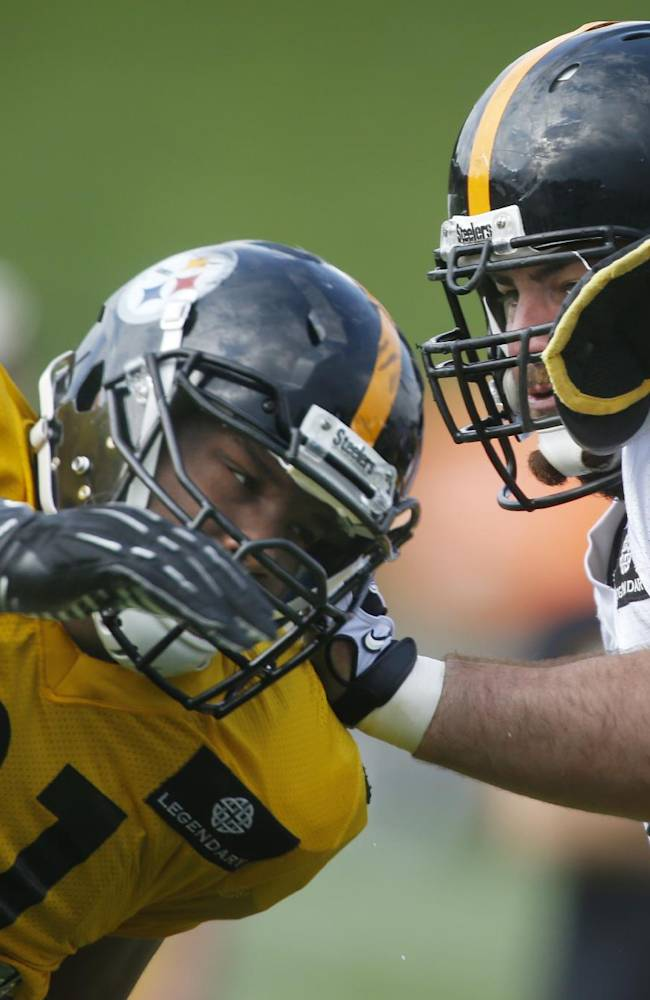 Pittsburgh Steelers defensive tackle Stephon Tuitt (91) tries to get around guard David DeCastro (66) in blocking drills during NFL football training camp in Latrobe, Pa., on Wednesday, July 30, 2014