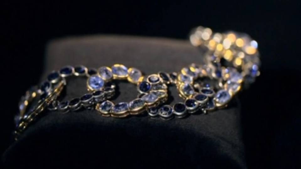 Royal jewels under the hammer in London