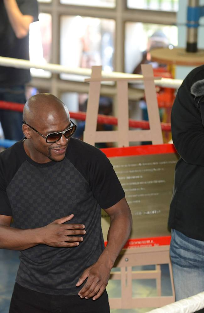 Floyd Mayweather Jnr Visits A Boxing Gym In Soweto
