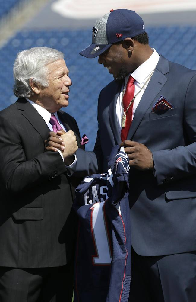 New England Patriots Chairman and CEO Robert Kraft, left, shakes hands with Patriots first-round draft choice Dominique Easley, as Easley is introduced before members of the media, Monday, May 12, 2014, at Gillette Stadium, in Foxborough, Mass