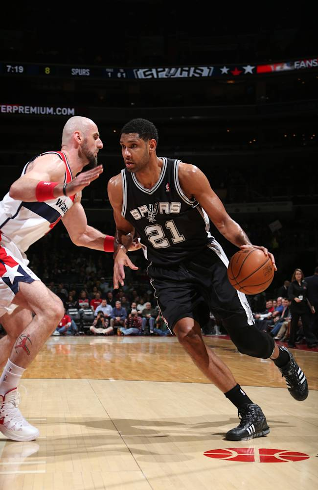 Duncan, Parker return; Belinelli, Splitter out