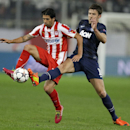 Olympiakos' Alejandro Dominguez, left, fights for the ball with Manchester United's Michael Carrick during their Champions League, round of 16, first leg soccer match at Georgios Karaiskakis stadium, in Piraeus port, near Athens, on Tuesday, Feb. 25, 2014