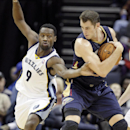 New Orleans Pelicans' Jason Smith, right, protects the ball from Memphis Grizzlies' Tony Allen (9) in the first half of an NBA basketball game in Memphis, Tenn., Wednesday, Nov. 6, 2013 The Associated Press