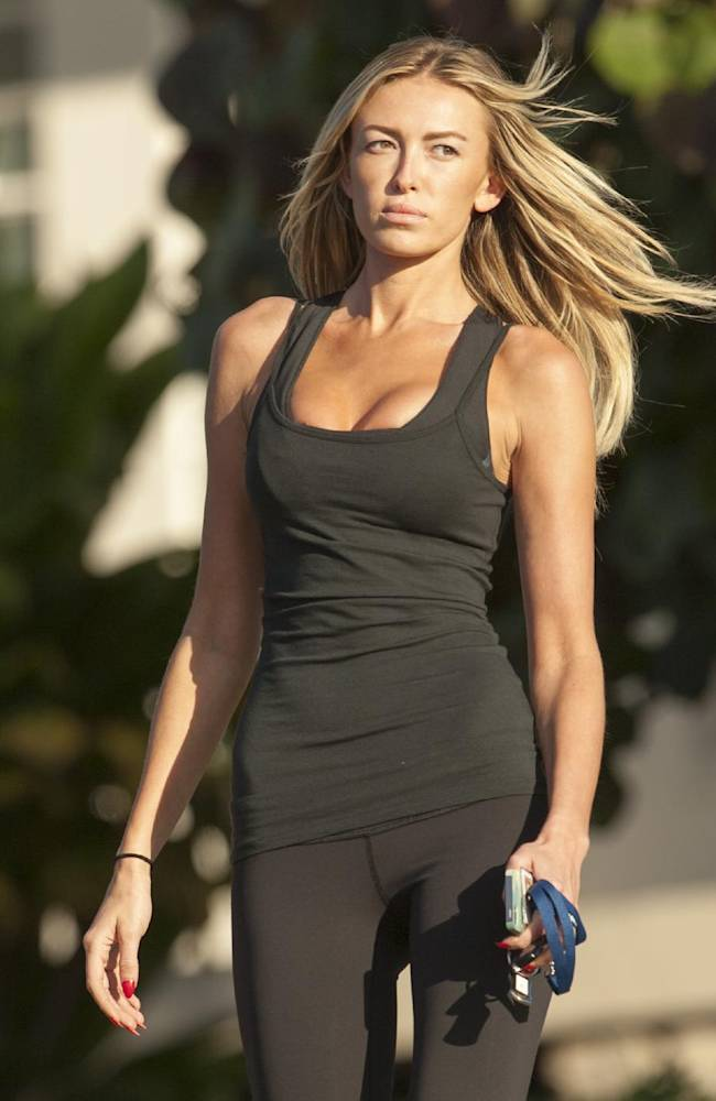 Paulina Gretzky walks down towards the 18th green to see her fianc golfer Dustin Johnson finish up his third round of the Tournament of Champions golf tournament, Sunday, Jan. 5, 2014, in Kapalua, Hawaii