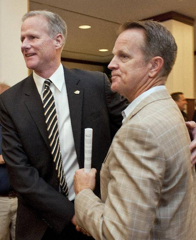 New Missouri men's basketball coach Kim Anderson,left, is greeted by one of his former players, Jon Sunvold, right, as Anderson moves to the podium to be introduced at an NCAA college basketball news conference in the Reynolds Alumni Center on Tuesday, April 29, 2014, in Columbia, Mo