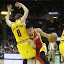 Houston Rockets' Jeremy Lin (7) drives past Cleveland Cavaliers' Matthew Dellavedova (8), from Australia, during the second quarter of an NBA basketball game, Saturday, March 22, 2014, in Cleveland The Associated Press