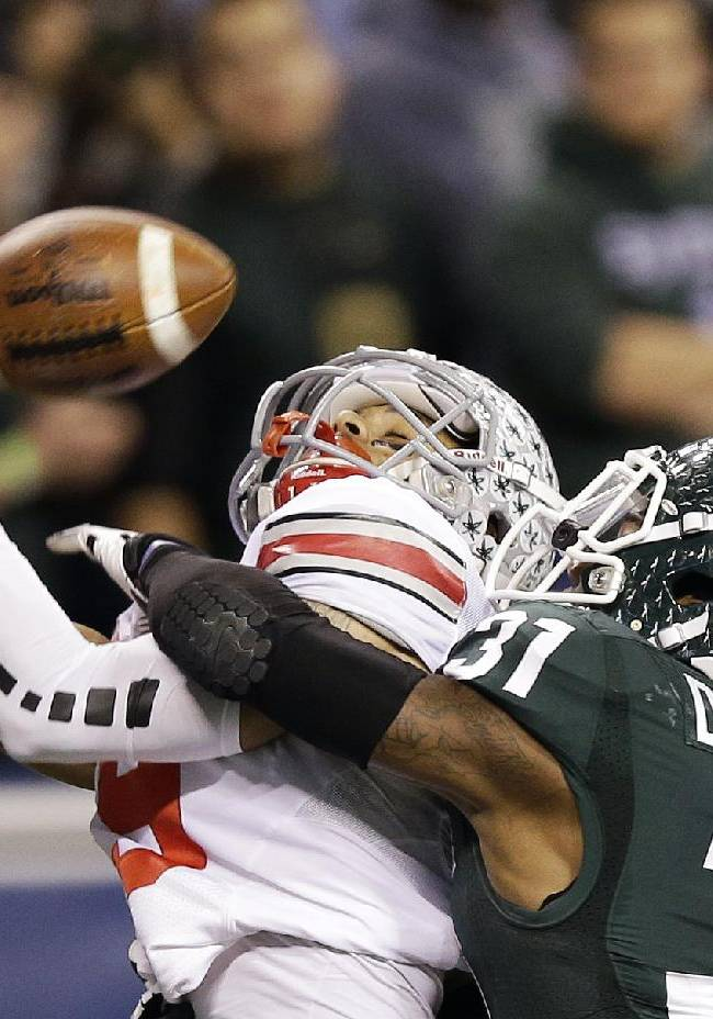 No. 10 Michigan St. shocks No. 2 Ohio St. 34-24