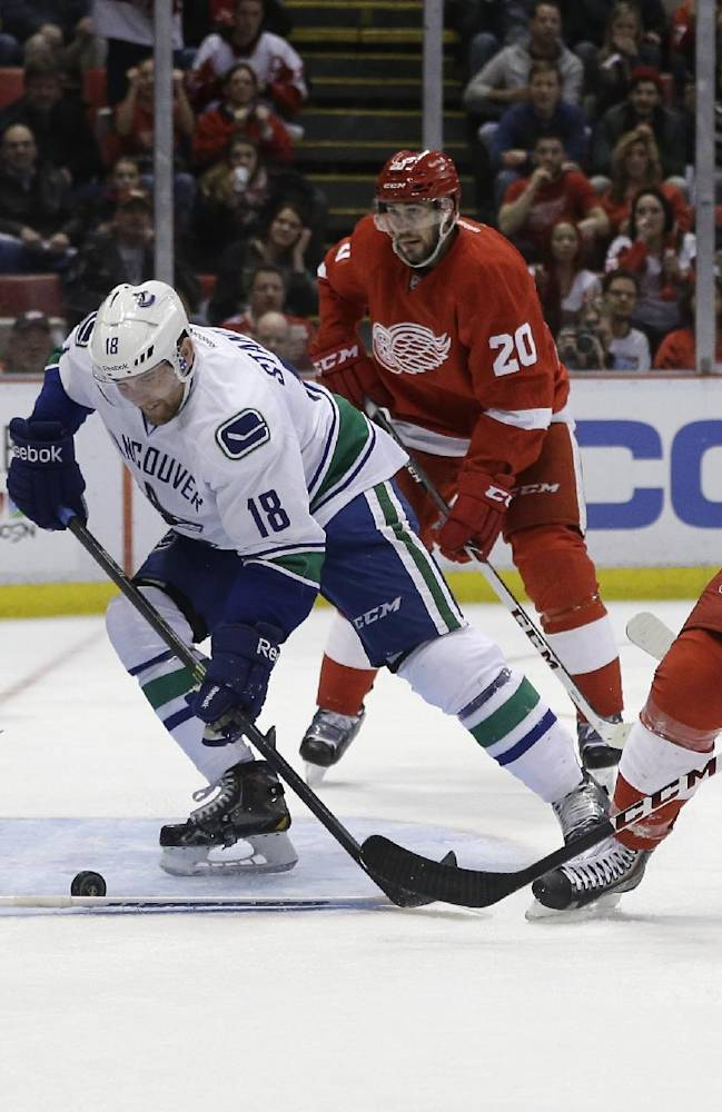 2 Red Wings goalies combine to blank Canucks, 2-0