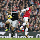 Arsenal s Mikel Arteta, right, competes for the ball with Southampton s Rickie Lambert during the English Premier League soccer match between Arsenal and Southampton at the Emirates Stadium in London, Saturday, Nov. 23, 2013