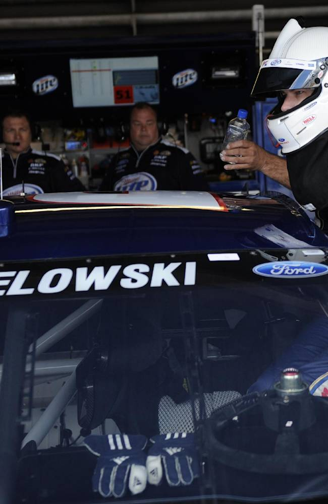 Penske inks Keselowski, Miller Lite through '17