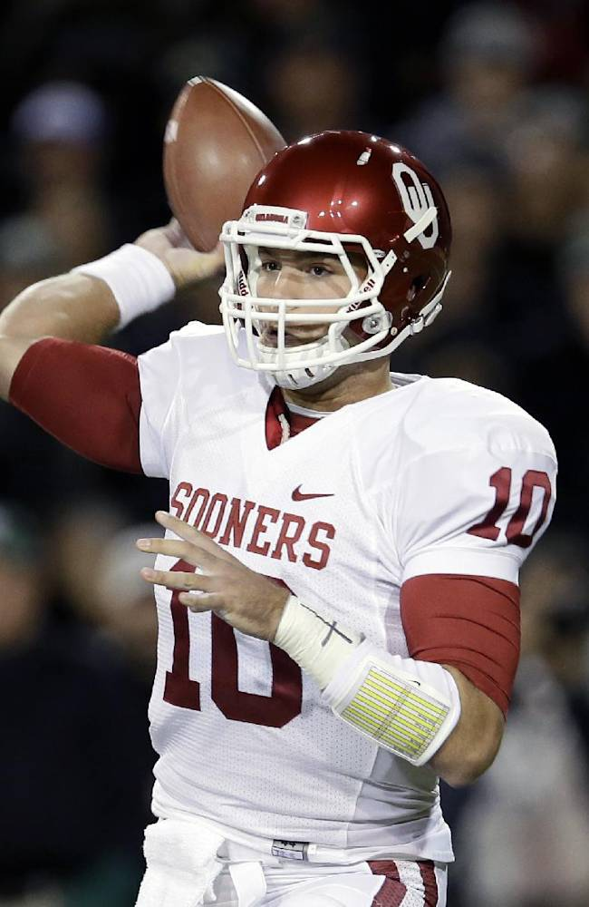 Oklahoma quarterback Blake Bell (10) passes against Baylor in the first half of an NCAA college football game, Thursday, Nov. 7, 2013, in Waco, Texas