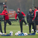 Manchester United s Wayne Rooney, center, trains with teammates Ryan Giggs, left, and Rio Ferdinand, second left, at Carrington training ground in Manchester, Tuesday, Nov. 26, 2013. Manchester United will play Bayer Leverkusen in Germany in a Champion s