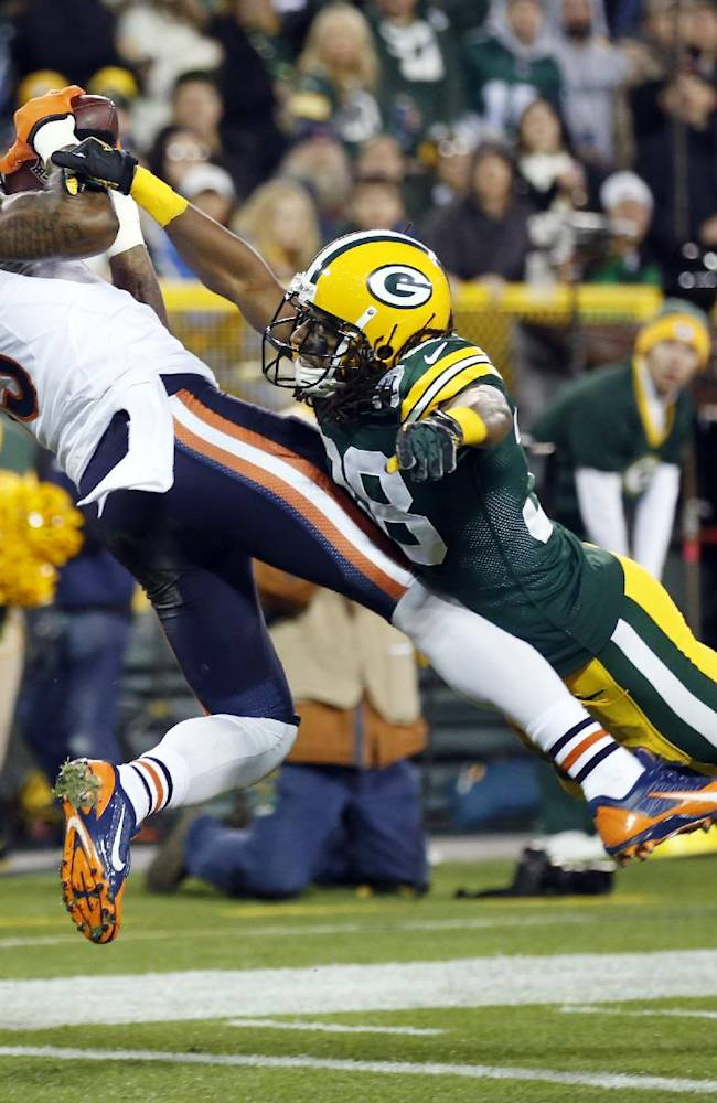 Chicago Bears' Brandon Marshall catches a touchdown pass with Green Bay Packers' Tramon Williams (38) covering during the first half of an NFL football game Monday, Nov. 4, 2013, in Green Bay, Wis