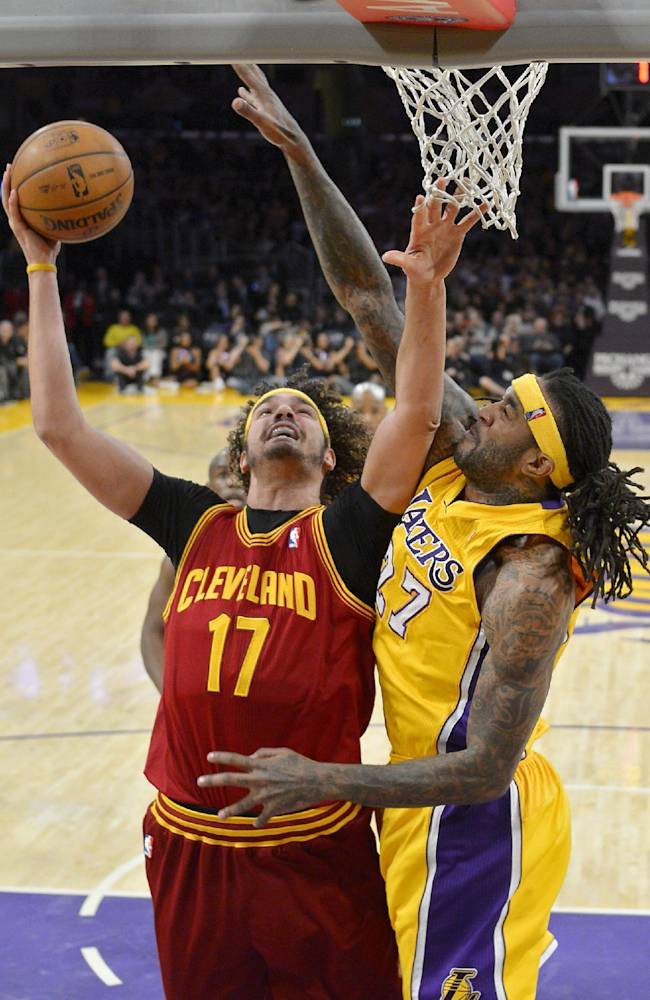 Deng has 27, leads Cavs past woeful Lakers 120-118
