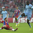 Manchester City's Yaya Toure, right, and Bayern's Xabi Alonso challenge for the ball during the Champions League group E soccer match between Bayern Munich and Manchester City in Munich, Germany, Wednesday Sept.17,2014