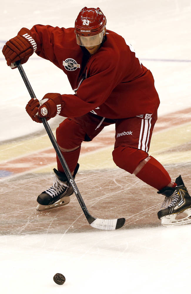 Phoenix Coyotes' Mike Ribeiro runs drills during the first day of NHL training camp, Thursday, Sept. 12, 2013, in Glendale, Ariz