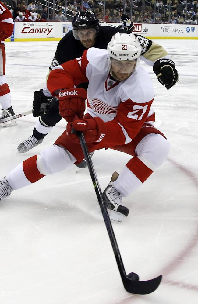 Almquist scores 2 PP goals in 2nd period for Wings