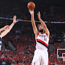 AP source: Knicks agree to deal with center Robin Lopez (Yahoo Sports)