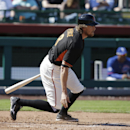 Hunter Pence breaks arm in Giants' win over Cubs (Yahoo Sports)