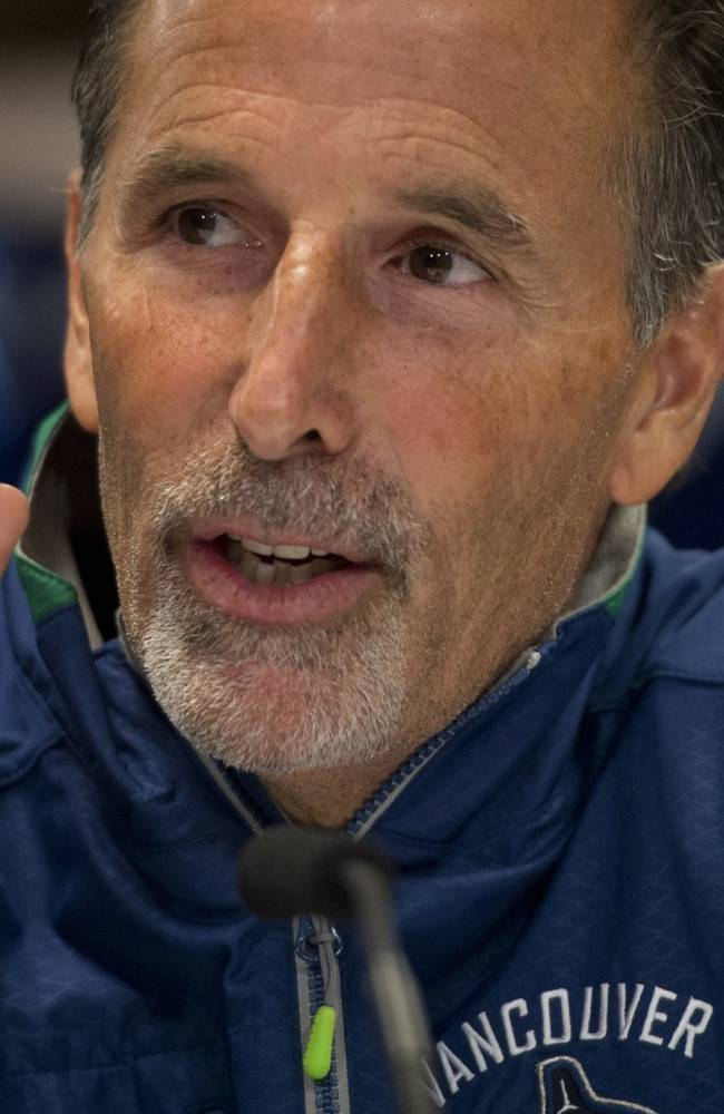 Tortorella discourages tweeting by Canucks players