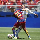 IMAGE DISTRIBUTED FOR INTERNATIONAL CHAMPIONS CUP - Manchester United's Wayne Rooney, right, and FC Barcelona's Thomas Vermaelen (23) struggle for the ball during an International Champions Cup soccer match at Levi's Stadium, Saturday, June 25