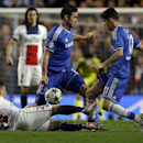 PSG's Marco Verratti, left, Chelsea's Frank Lampard, center, and Oscar go for the ball during the Champions League second leg quarterfinal soccer match between Chelsea and Paris Saint-Germain at Stamford Bridge Stadium in London, Tuesday, April 8, 2014