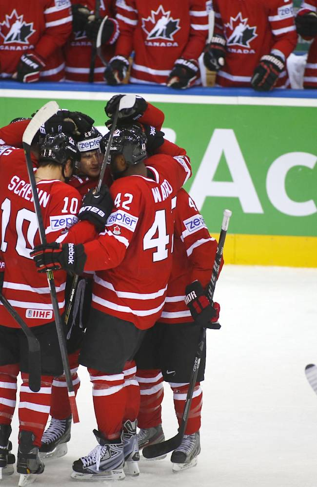 Russia routs US 6-1 at ice hockey worlds