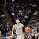 Danny Green #4 of the San Antonio Spurs drives against the Phoenix Suns at the AT&T Center on April 11, 2014 in San Antonio, Texas