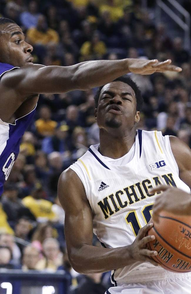Robinson III leads Michigan over Holy Cross 88-66