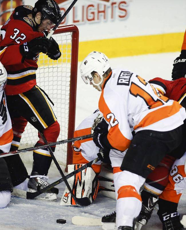Flyers win 4th straight, top Flames 4-1