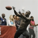 Texas A&M's Uzoma Nwachukwu reaches for the catch during workouts NFL scouts at pro day Friday, March 8, 2013 in College Station, Texas. (AP Photo/Pat Sullivan)