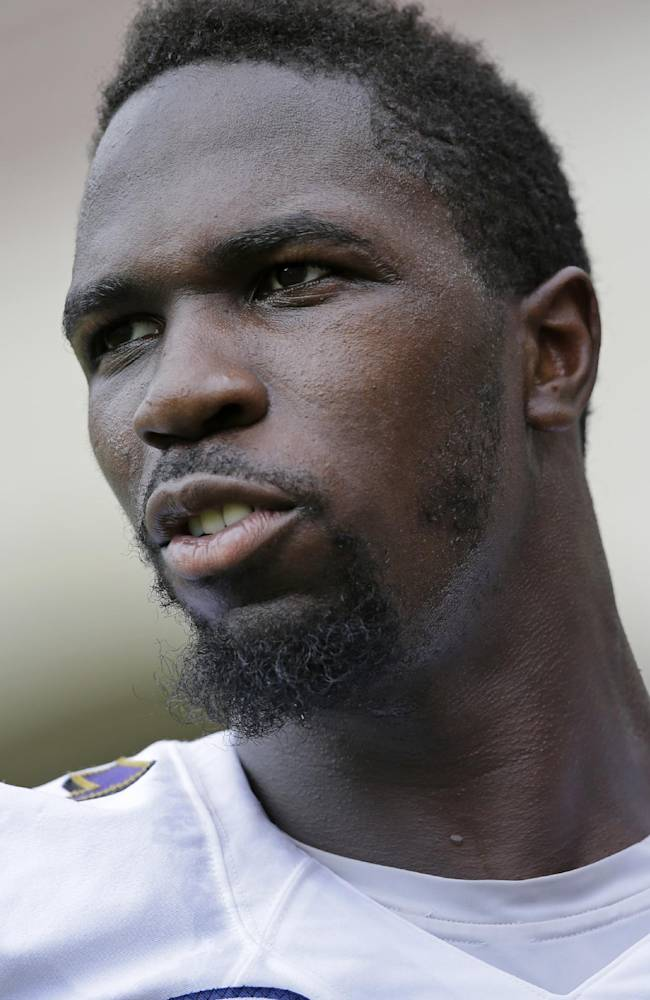 Baltimore Ravens linebacker C.J. Mosley walks off the field after an NFL football practice, Tuesday, July 22, 2014, at the team's practice facility in Owings Mills, Md. (AP Photo)